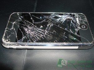 Tuy nhiên, có rất nhiều chiếc iPhone khác hỏng khi chỉ rơi từ độ cao 4 m
